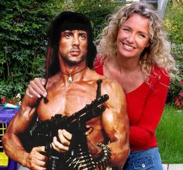 Licia Colò in un momento di pausa, si appresta a rilassarsi col suo amico Rambo alla buona e vecchia maniera.