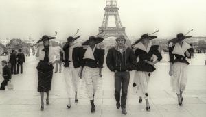 Quando il quarto stato incontra il Fashion.  Avanti popolo, non avete nulla da perdere se non il vostro Chanel!